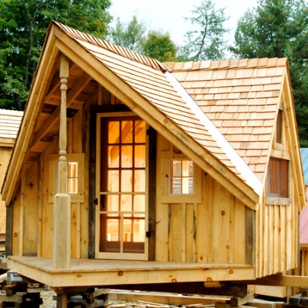 Writers cottage writer 39 s shed small wood cabins for Cedar shake cottage